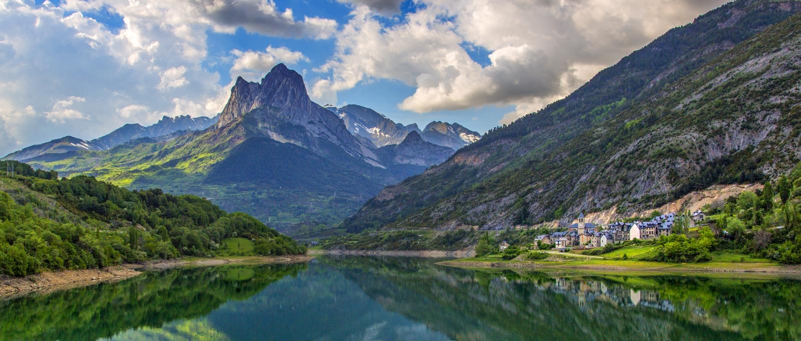 Curiosos pueblos de España situados en lugares sorprendentes Lanuza